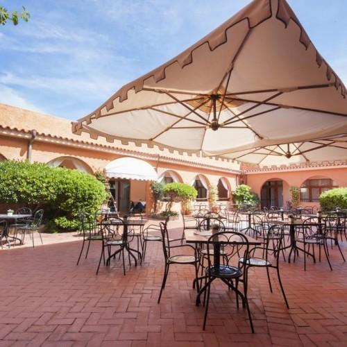 Blu Hotel Laconia Village - Cannigione di Arzachena, Sardegna - Tavoli esterni