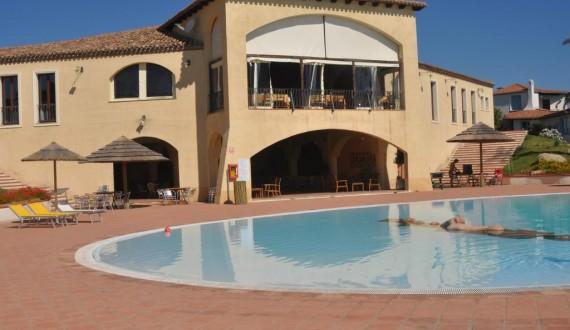 Cala Luas Resort - Cardedu, Sardegna - Struttura con piscina