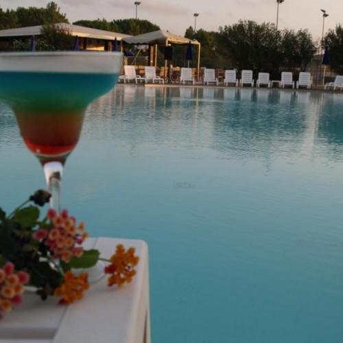 Club Esse Gallura Beach Village - Santa Teresa di Gallura, Sardegna - Aperitivo in piscina