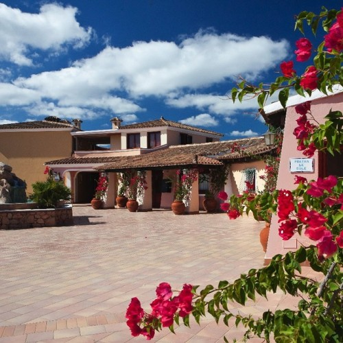 I Giardini di Cala Ginepro Resort - Piazzale struttura